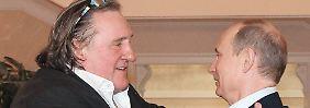Mit einer Umarmung empfängt Kremlchef Putin den Neu-Russen Depardieu.