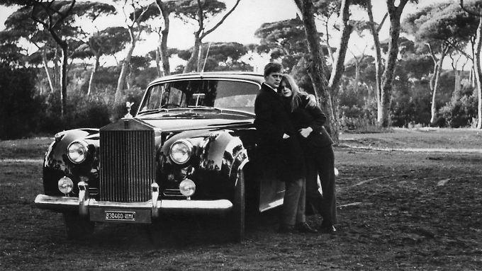 Eines der wenigen gemeinsamen Fotos - Klaus und Pola Kinski im Jahr 1967 in Rom, samt Rolls-Royce.