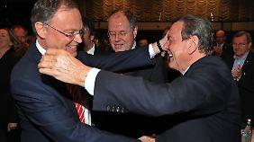 Ex-Kanzler Schröder ist großer Förderer von Weil.