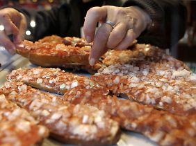 Antibiotikaresistente Keime auf roh verzehrtem Fleisch sind eine tickende Bombe, so Experten.