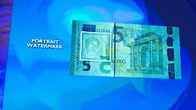 Die mythische Europa schützt die Banknote als Wasserzeichen.