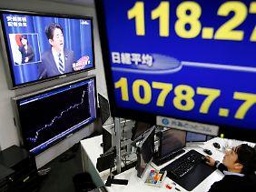 Honig für emsige Investoren: Abe öffnet die Schleusen.