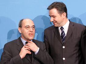 Nur ein paar Monate hält es Gysi - hier mit seinem ehemaligen Chef Klaus Wowereit - im Berliner Senat.