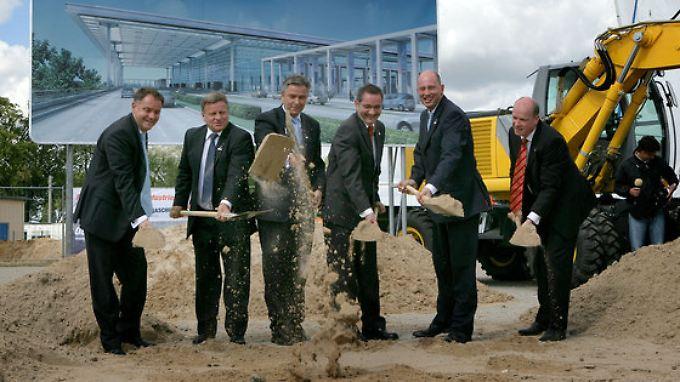 Ein Tag voller Symbolik: Aus der Großbaustelle soll eines Tages ein Großflughafen werden.