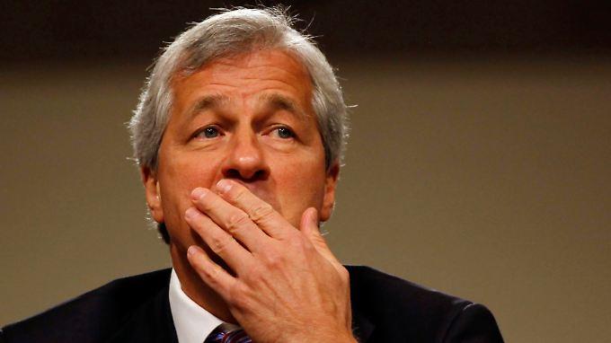 Auftrag an JP Morgan-Chef Dimon: Das Geldhaus soll seine Spitzenmanager finanziell stärker für ungenügende Aufsicht zur Rechenschaft ziehen.