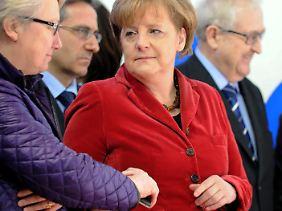 Der Moment, in dem Schavan und Merkel wohl von Guttenbergs Rücktritt erfahren, offenbart die Nähe der beiden Frauen.