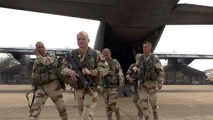Französische Soldaten bei ihre Ankunft in Mali.
