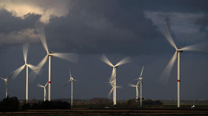 Die von Verbrauchern mit dem Strompreis zu zahlende Umlage für erneuerbare Energien sei der Hauptkostentreiber, sagt Rösler.