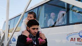 Russland bringt seine Bürger außer Landes. Dieser Bus hat Libanon als Ziel.