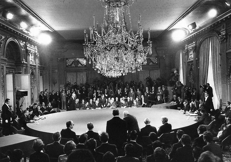 Vor 40 Jahren, am 27. Januar 1973, kommt es zum Waffenstillstandsabkommen in Paris, ...