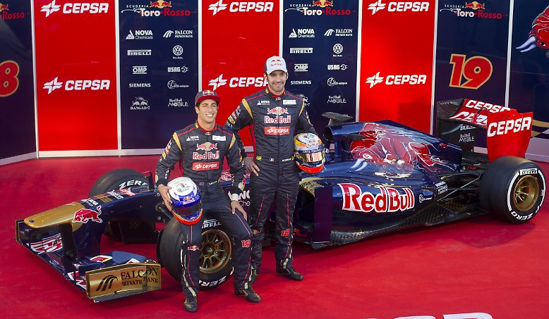 """""""Unser Ziel ist Platz sechs"""", sagte Teamchef Franz Tost, als er zusammen mit den Fahrern Jean-Eric Vergne (Frankreich) und Daniel Ricciardo (Australien) den Boliden in der Boxengasse des Circuito de Jerez vorstellte."""