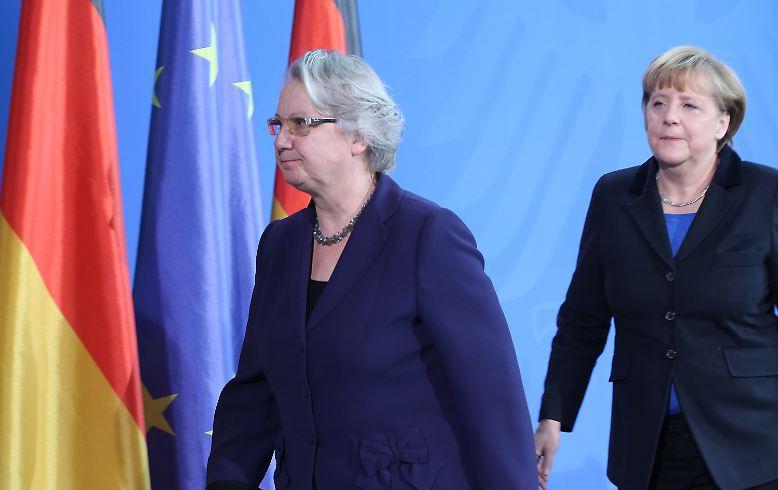 Kanzlerin Merkel verliert mit Schavan nicht nur eine weitere Vertraute, sie muss auch schon wieder einen Posten neu besetzen. Fünf Minister sind im schwarz-gelben Kabinett unter Bundeskanzlerin Angela Merkel schon zurückgetreten. Nicht alle gingen freiwillig.