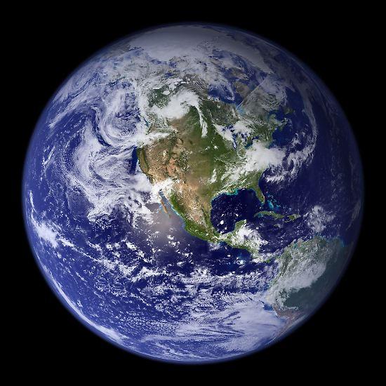 145 Mal um die Erde, das ist eine Strecke von rund 5,8 Millionen Kilometern. So lang sind alle Nervenbahnen im menschlichen Gehirn zusammengenommen. Rund ...
