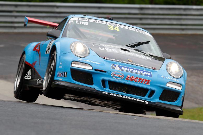 Seit 1990 zieht der Porsche Carrera Cup jedes Jahr gestandene Profirennfahrer, junge Talente und reine Enthusiasten an, ...