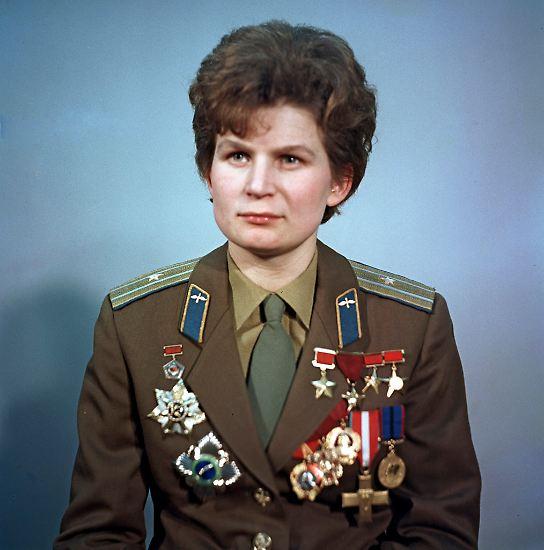 Valentina Tereschkowa: Sie war die erste Frau im All. Im Alter von 25 Jahren begann sie mit der Ausbildung zur Kosmonautin. Ein Jahr später, ...