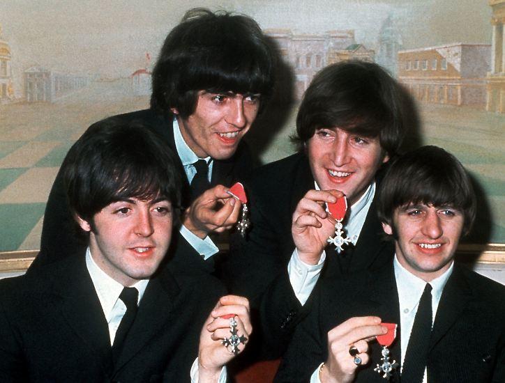 Wir stoßen jedenfalls an - auf Sir Paul McCartney. Möge er noch lange leben - und touren! (soe/dpa)