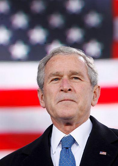 Zwei Legislaturperioden war der Mann, der mit vollem Namen George Walker Bush heißt, aber vielen eher unter George W. Bush bekannt ist, der Präsident der Vereinigten Staaten von Amerika.