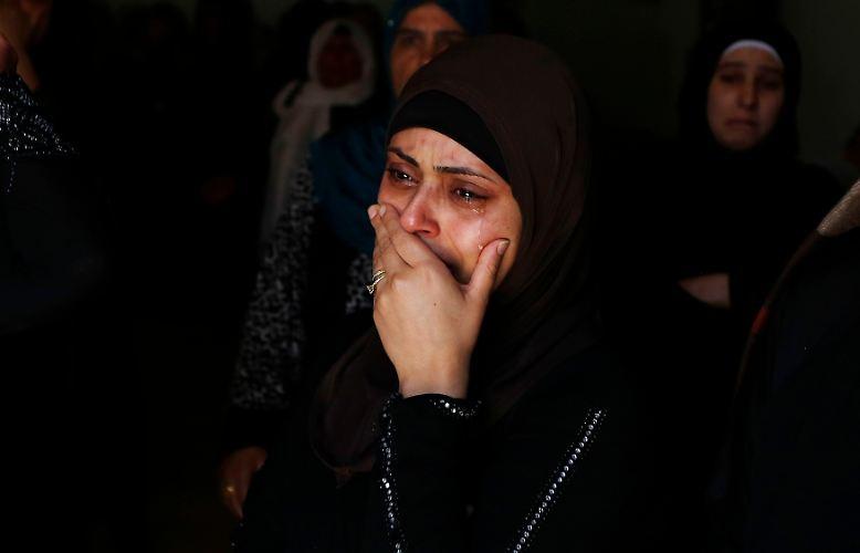 Von Stunden zu Stunde steigen die Zahlen: Immer mehr Menschen sterben im Nahostkonflikt.