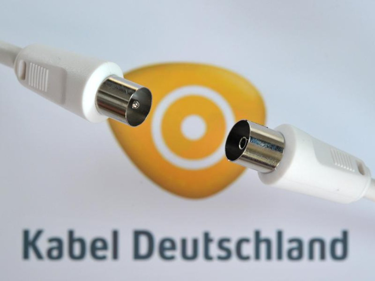 internet flatrate mit t cken kabel deutschland wirbt. Black Bedroom Furniture Sets. Home Design Ideas
