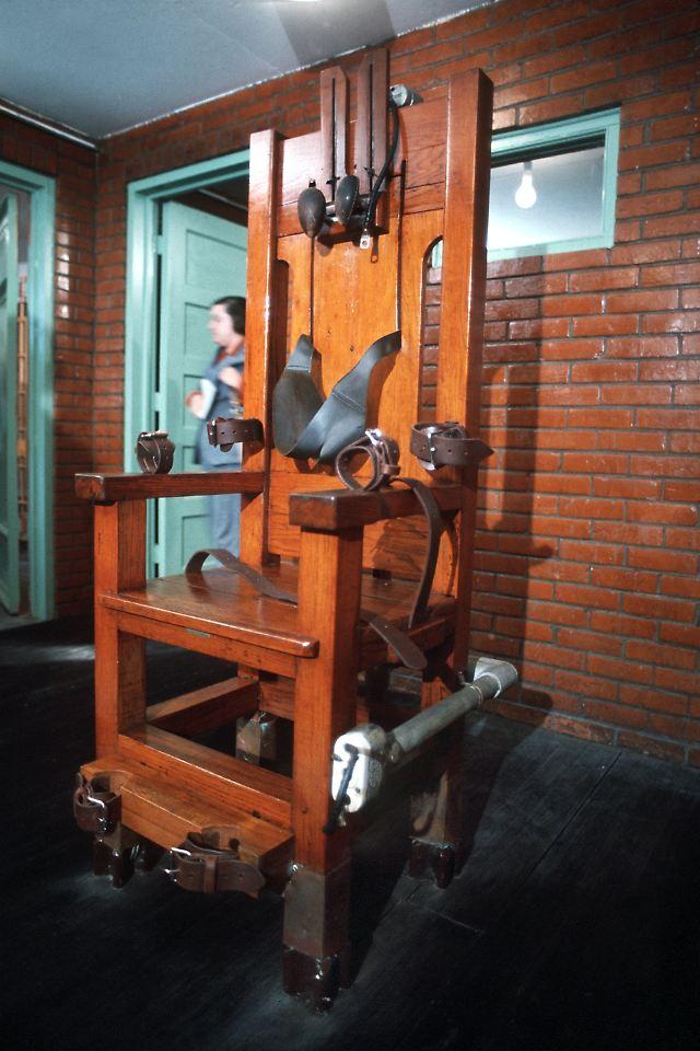 heftige debatte ber todesstrafe kommt der elektrische stuhl zur ck n. Black Bedroom Furniture Sets. Home Design Ideas