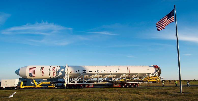 """Das ist der ganze Stolz der US-Weltraumfahrt in der Post-Shuttle-Ära: die zweistufige Fest- und Flüssigtreibstoff-Trägerrakete """"Antares""""."""