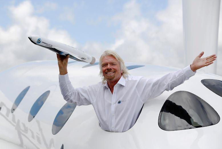 Er gilt als exzentrischer Milliardär mit visionären Ideen: Sir Richard Branson hat im Musik- und Flug-Geschäft genügend Geld verdient, um dem Tourismus ein komplett neues Luxus-Segment zu erschließen.