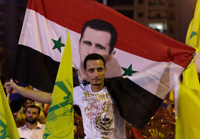 Die Hisbollah hat im Ausland keinen besonders guten Ruf. Sie steht auf der Terrorliste der EU, der USA und anderer Staaten und kämpft in Syrien an der Seite der Truppen von Präsident Baschar al-Assad.