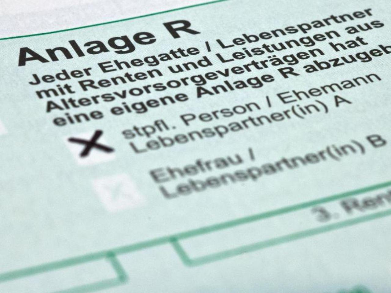 auch rentner sind verpflichtet eine steuererklrung abzugeben das richtige formular fr die angabe von rentenbezgen - Steuererklarung Rentner Muster