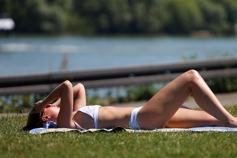 """Hoch """"Annelie"""" nimmt mit heißer Sahara-Luft Anlauf - am Samstag könnte die bislang höchste in Deutschland gemessene Temperatur von 40,2 Grad geknackt werden."""