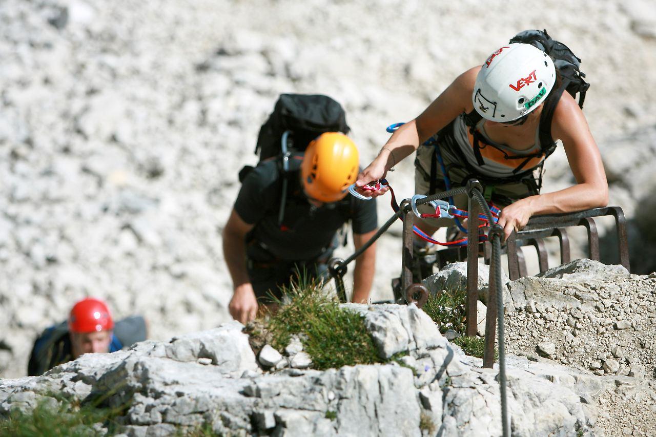 Klettersteigset Kind : Kinder am klettersteig alpenverein warnt vor gefahr n tv