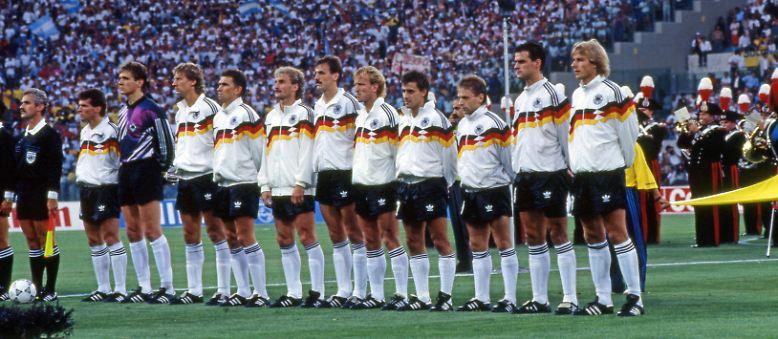 Diese elf Männer sollten es 1990 richten. Sie sollen den WM-Pokal 16 Jahre nach dem bis dahin letzten Triumph 1974 wieder nach Deutschland bringen.