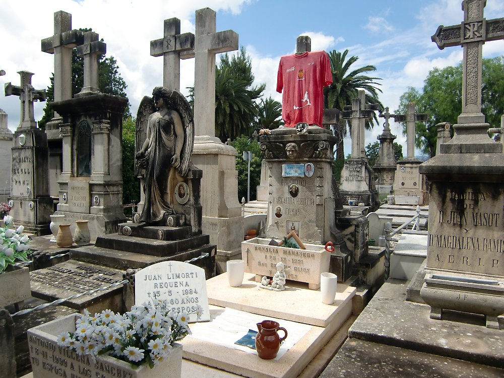 mallorca mal anders palmas zentralfriedhof fasziniert n. Black Bedroom Furniture Sets. Home Design Ideas