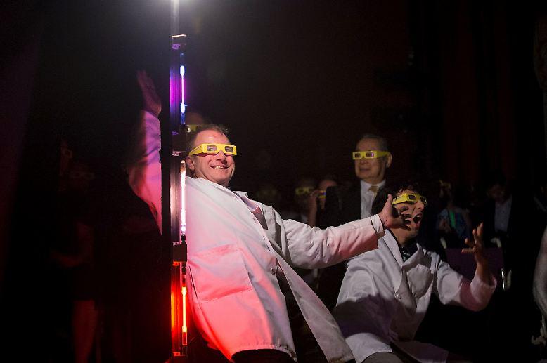 ... und Wissenschaftler sind manchmal ziemlich durchgeknallt - das kann man deutlich bei der Verleihung der Ig-Nobelpreise sehen, die am 17. September 2015 nun schon zum 25. Mal stattfand.