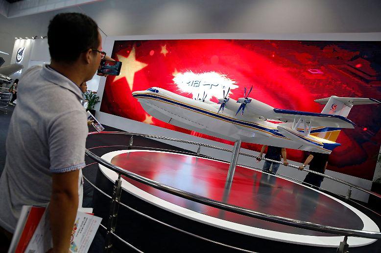 Das Prestigeobjekt, an dem die Ingenieure des staatlichen Flugzeugbauers Avic sieben Jahre lang gearbeitet haben, ...