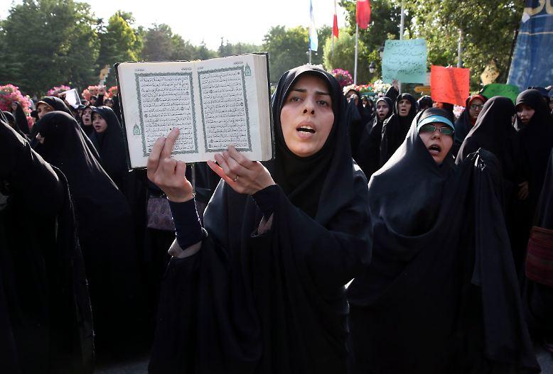 Ob der Koran die Verschleierung von Frauen vorschreibt, ist theologisch umstritten.