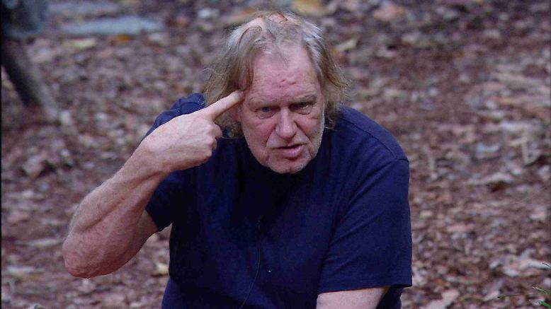 """Langsam läuft Gunter warm. So erzählt er an Tag 4 im Dschungelcamp, dass ihm eine """"Hure"""", mit der er obendrein auch noch verheiratet war, mal fast das Gehirn aus dem Schädel gepustet hat. Außerdem, so der singende Wischmob, war er mal """"inna Beklopptenanstalt """"."""
