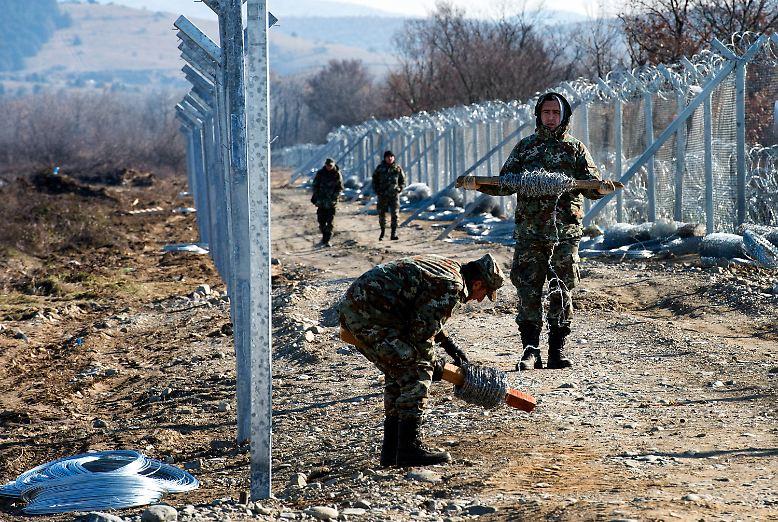 Mazedonien macht seine Grenze zu Griechenland dicht.