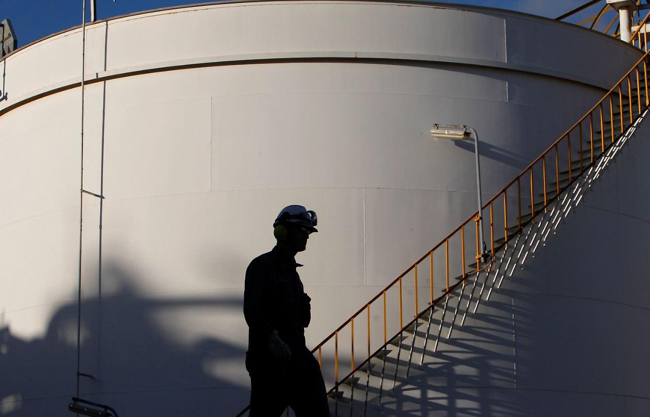 Die im Jahr vom amerikanischen Geologen Marion King Hubbert entworfene Peak-Oil-Theorie basiert auf der Annahme, dass die weltweite Ölproduktion ihr Maximum erreicht und .