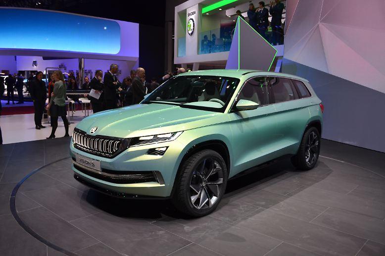 Der Genfer Salon wurde dieses Jahr von den SUV dominiert. Kaum ein Hersteller kann sich inzwischen diesem Trend entziehen und so wundert es nicht, dass auch der angeschlagene VW-Konzern über alle seine Marken ein wahres Offroad-Feuerwerk abbrennt. Die wohl schönste Aussicht präsentierte Skoda mit seiner Vision S.