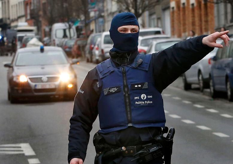 Vier Monate nach der Anschlagsserie in Paris wird der mutmaßliche Hauptverdächtige Salah Abdeslam in Brüssel gefasst.