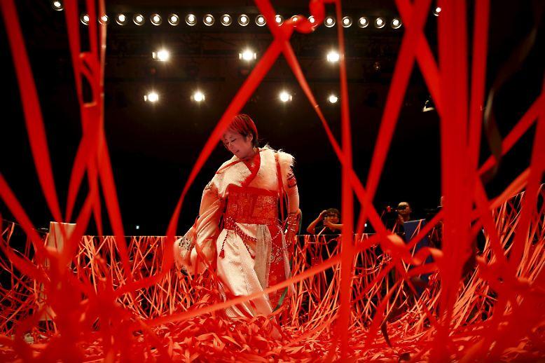 K rper schwei und phantasiekost me frauen wrestling in for Traditionelles japan