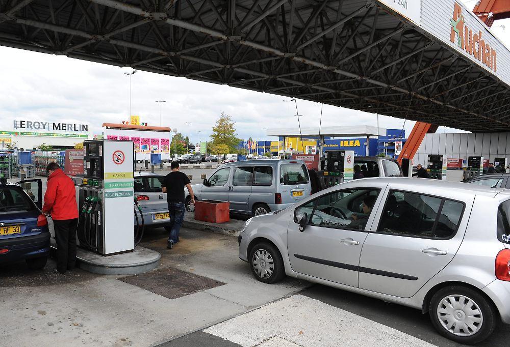 Der Preis 92 des Benzins für den Liter ischewsk