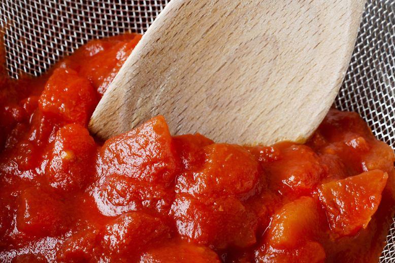 la tomatina ein spanischer ort sieht rot n. Black Bedroom Furniture Sets. Home Design Ideas