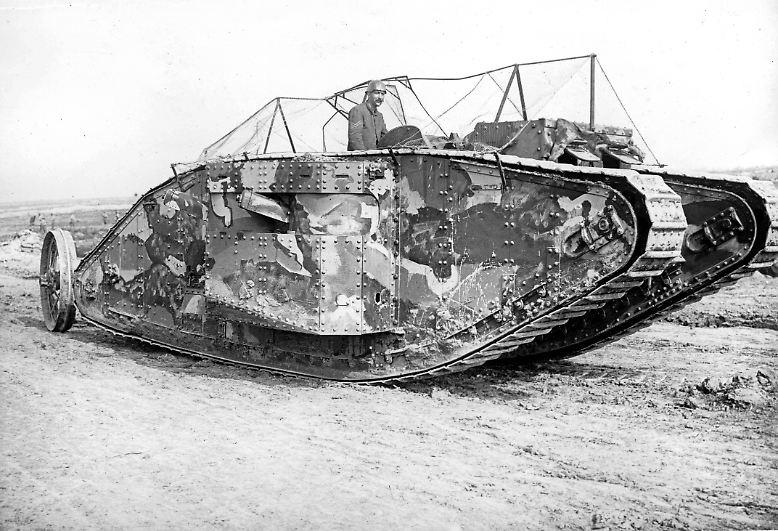 """Heute vor genau 100 Jahren kommt erstmals ein Kampfpanzer zum Einsatz. Am 15. September 1916 rollt dieser """"Mark I"""" für die britische Armee in die Schlacht an der Somme."""