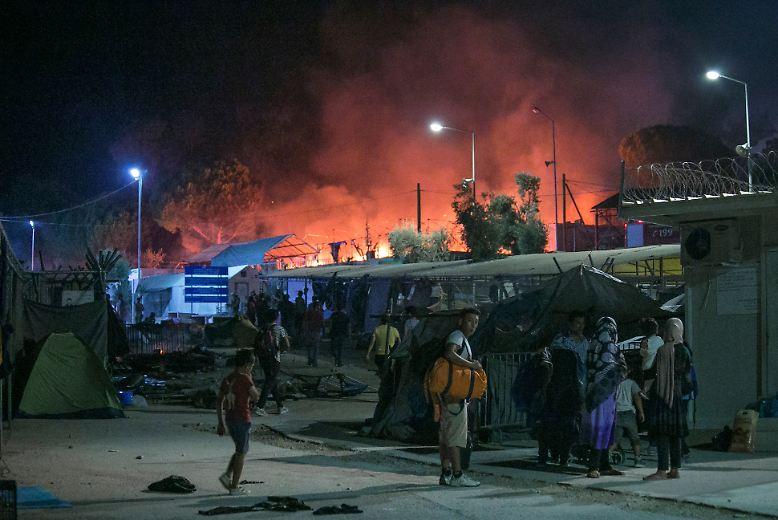 """In dem Flüchtlingslager """"Moria"""" auf der griechischen Insel Lesbos ist ein Feuer ausgebrochen."""