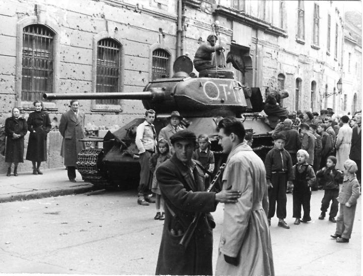 Es sind die Tage des Aufruhrs im Ostblock: ...