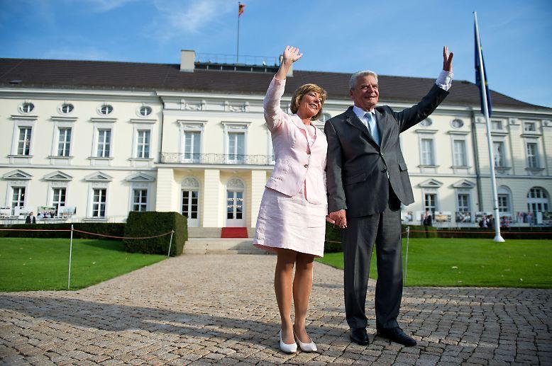 Für den Kirchenmann Gauck beginnt dann mit 77 Jahren endlich der Ruhestand, auch Gattin Daniela Schadt dürfte sich über etwas weniger Öffentlichkeit freuen. Vorher aber ...
