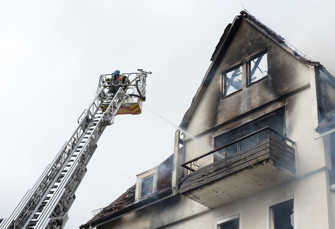 Zwangsräumung eskaliert! Bewohner stürzt über Balkon und stirbt
