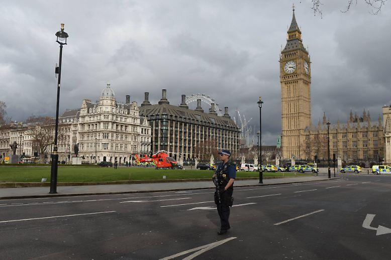 In London sind bei einem Doppelangriff am britischen Parlament mindestens fünf Menschen getötet worden.