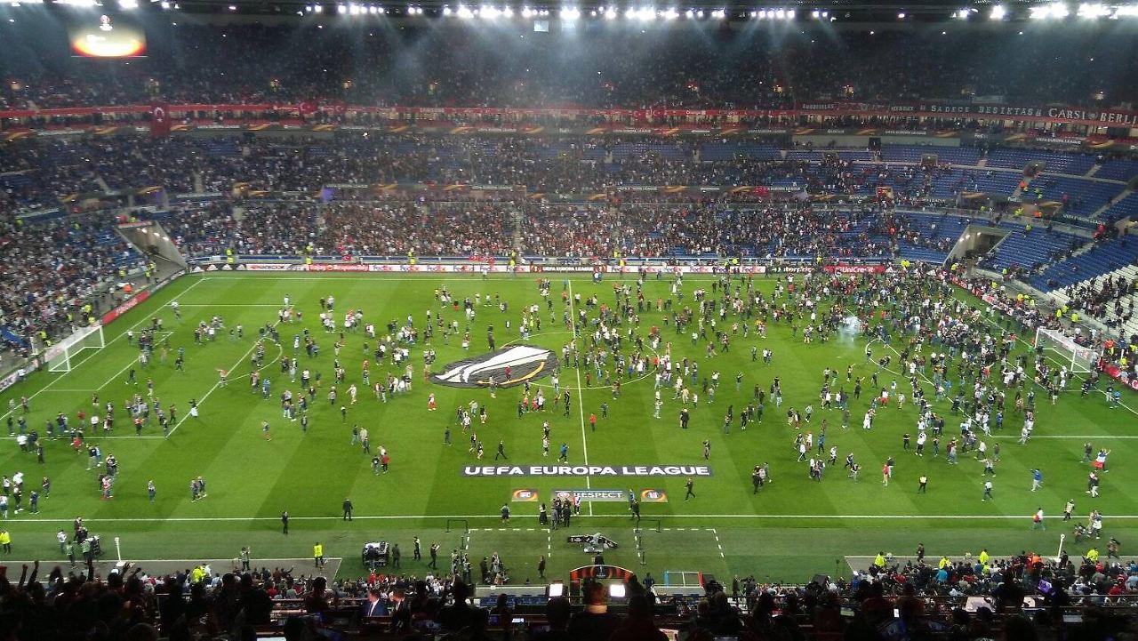 Fußball: Europapokal-Ausschluss auf Bewährung für Lyon und Besiktas
